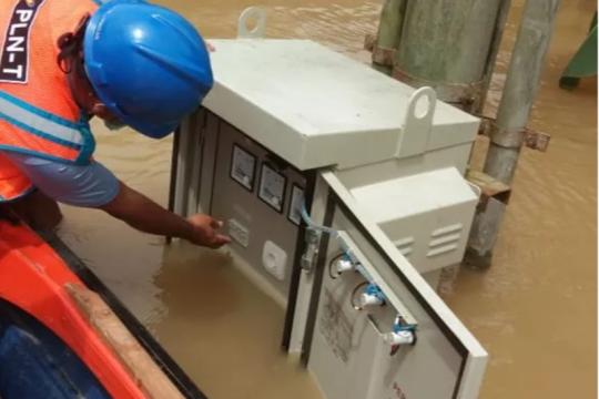 Banjir Kalbar-Kalsel, Kementerian ESDM: Listrik terus dinormalkan
