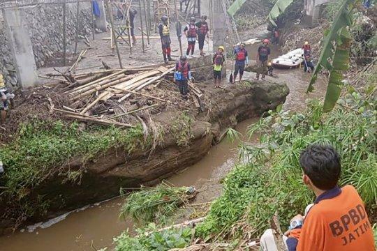 Warga Kota Malang terseret arus Sungai Bango saat hujan deras