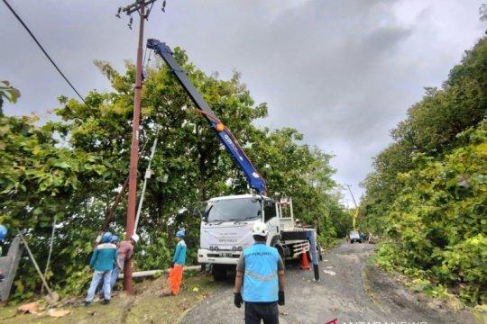 Akibat longsor, 46 gardu listrik PLN di Sulbar alami gangguan