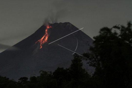 Gunung Merapi luncurkan awan panas guguran sejauh 1.000 meter