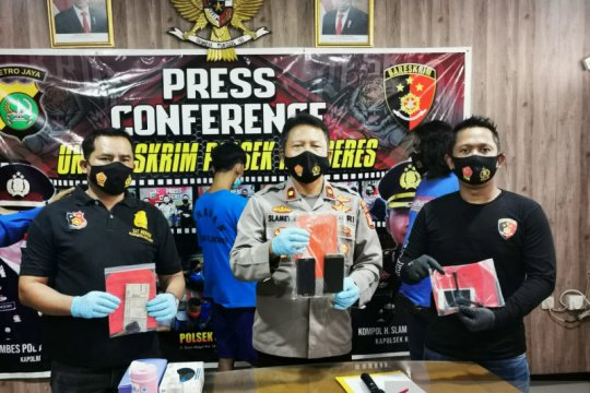 Polisi tembak dua penjambret  JPO Jakarta Barat