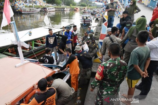 Puluhan wisatawan terjebak di Pulau Angso Duo dievakuasi Senin pagi