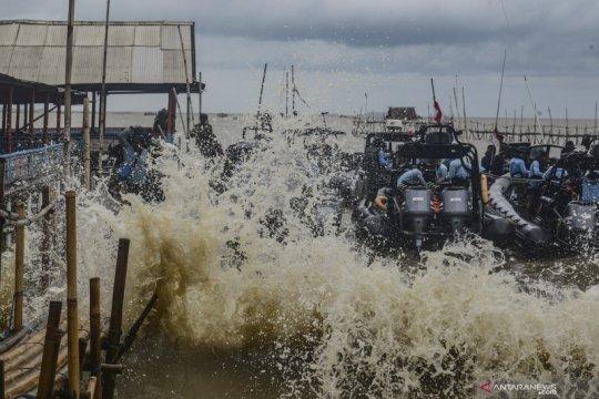 Serpihan banyak ditemukan di barat dan selatan FDR Sriwijaya Air