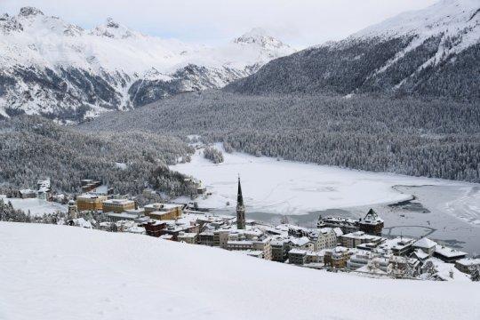 Tes massal resor St Moritz temukan 53 infeksi, termasuk 31 varian baru