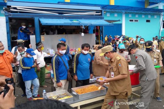 Gubernur Kalsel cicipi masakan di dapur umum Barito Utara