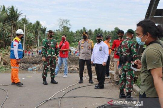 Mensos RI kunjungi korban banjir di Malut