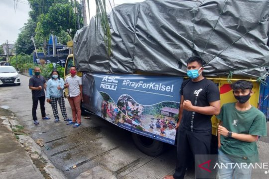 Sahroni salurkan bantuan bagi korban banjir Kalsel