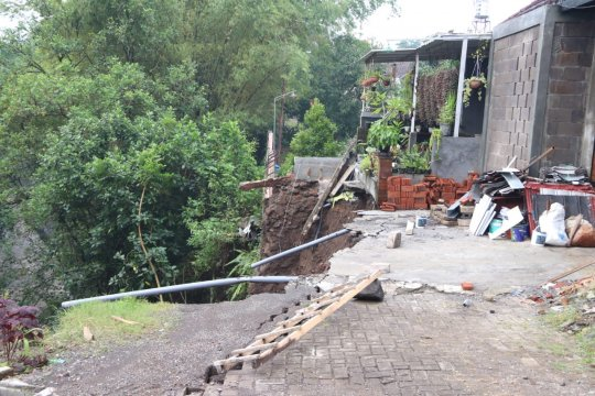 Tim gabungan sisir Sungai Bango  cari korban yang terseret arus