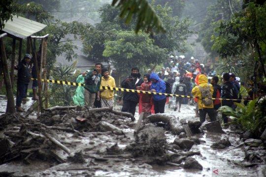 BPBD Bogor sudah evakuasi pengungsi dan bersihkan longsoran banjir