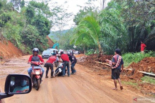 BPJN Sulbar pastikan akses transportasi jalan trans Sulawesi lancar