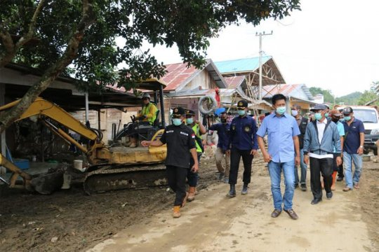 Bupati  Barut komitmen bantu pemulihan akses jalan pascabanjir Kalsel