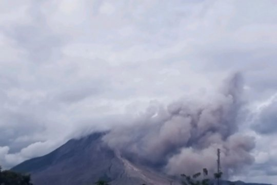 Gunung Sinabung di Karo erupsi, tinggi kolom abu tidak teramati