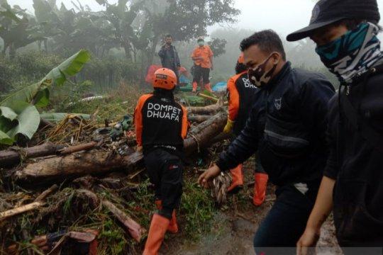 Tim Dompet Dhuafa bantu sterilisasi material longsor pascabanjir Bogor
