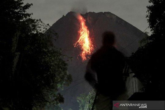 Gunung Merapi enam kali meluncurkan guguran lava pijar