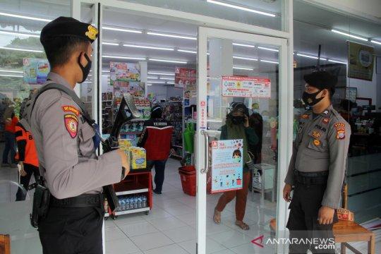 Polri dan TNI berjaga pastikan aktivitas ekonomi aman pascagempa di Mamuju