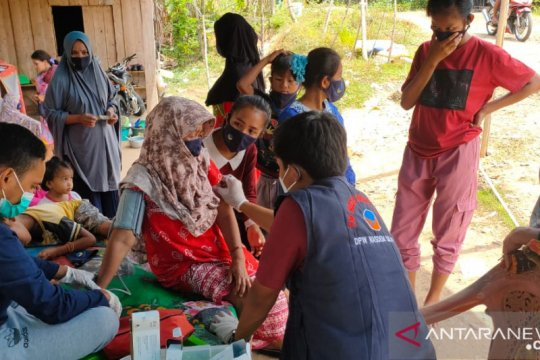 Tim medis NasDem Sulteng beri pelayanan kesehatan gratis di Mamuju