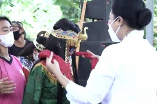 Persit KCK dukung pelestarian seni sintren di Indramayu