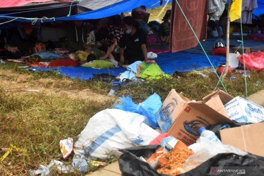 Balita dan anak di tenda pengungsian stadion Manakarra mulai sakit