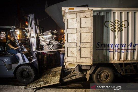 Tim SAR serahkan barang temuan kecelakaan Sriwijaya SJ182 ke KNKT