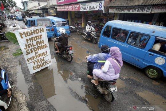 Jalan rusak di Kabupaten Bogor, warga klaim belum ada perhatian dari pemerintah setempat