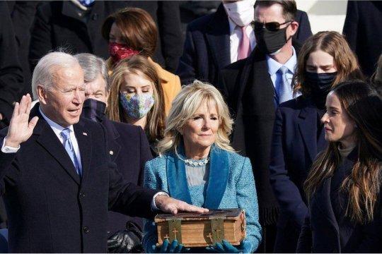"Dorongan Biden atas stimulus besar menguji ""bulan madu"" dengan Kongres"