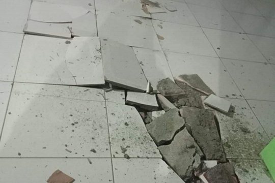 Lantai tegel RSUD Mala Talaud pecah pascagempa magnitudo 7,1