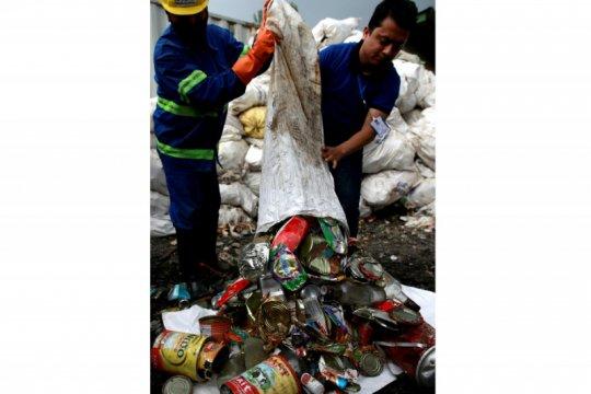 Soroti sampah di gunung, Nepal ubah sampah Everest jadi karya seni