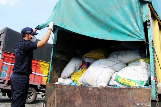 Bea Cukai Dumai amankan upaya penyelundupan APD bekas dari Malaysia