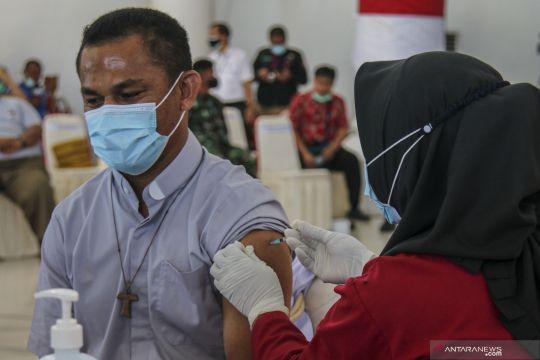 Vaksinasi COVID-19 perdana di Timika