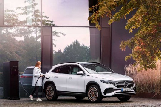 Mercedes-Benz ungkap harga SUV listrik EQA