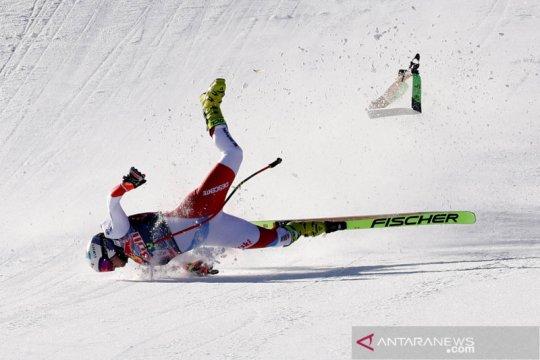 Aksi atlet ski pada lomba Men