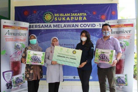 Enesis bagikan vitamin C untuk nakes di Jakarta