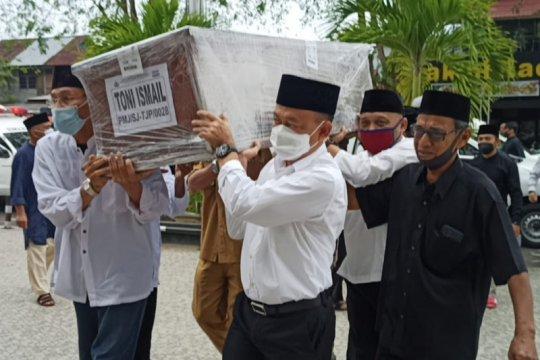 Wako Pontianak shalatkan jenazah Toni Ismail dan keluarga