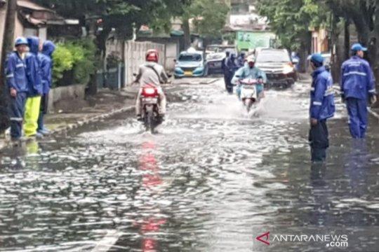 Waduk di Kantor Bea Cukai meluap, Jalan Bujana Tirta terendam