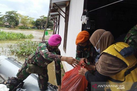 Satgas Marinir tembus daerah terisolir distribusikan bantuan di Kalsel