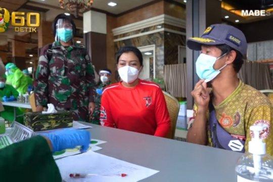 Kasad dan Persit KCK vaksinasi keluarga TNI AD