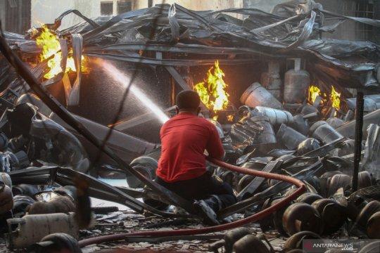 Kebakaran pangkalan gas di Medan
