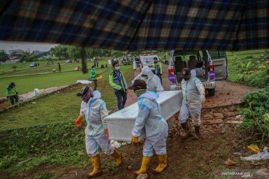 Sudah 158 jasad dimakamkan dengan protokol COVID-19 di TPU Bambu Apus