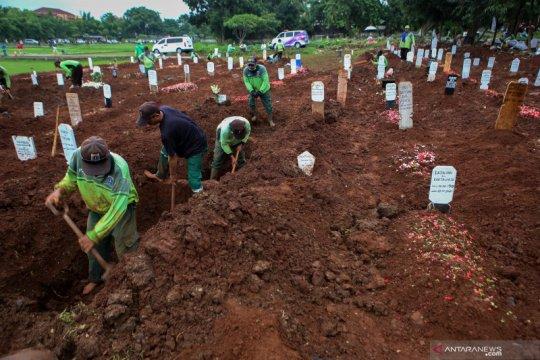 Petugas penggali kubur TPU Bambu Apus diperkuat