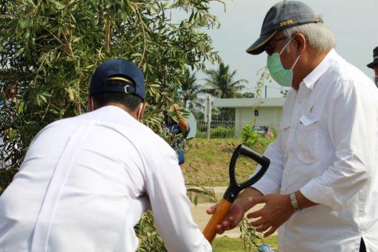 6.600 bibit pohon ditanam di sekitar jalan tol Trans Sumatera