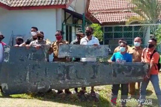Warga Bintan temukan benda diduga sayap pesawat