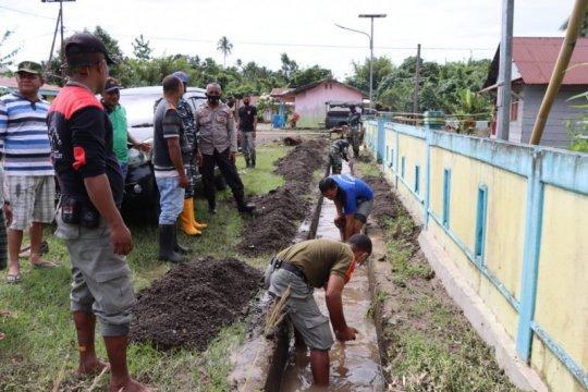 Sejumlah pengungsi banjir mulai kembali ke rumah
