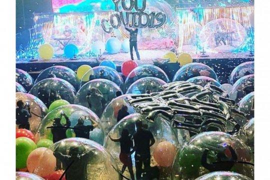 "The Flaming Lips gelar konser ""live"" dari dalam ""bubble"" besar"