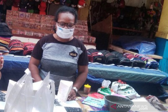 Mempertahankan sagu bahan pangan asli Papua yang bergizi tinggi