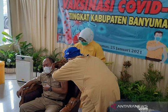 Sejumlah pejabat daerah di Kabupaten Banyumas divaksin COVID-19
