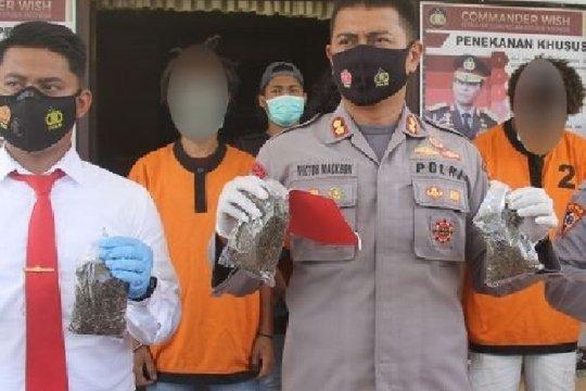 Polres Jayapura tangkap empat pengedar pemilik 1,6 kg ganja