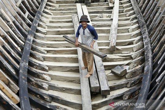 Galangan kapal tradisional terkendala bahan baku kayu