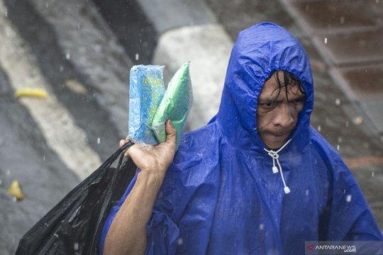 Waspadai hujan disertai kilat di Jakarta pada siang dan dini hari