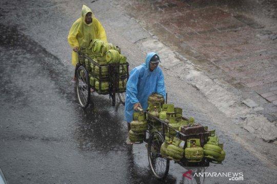 BMKG: Waspadai hujan disertai kilat dan angin kencang di Jaksel-Jaktim