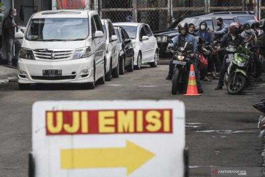 Uji emisi kendaraan di Jakarta